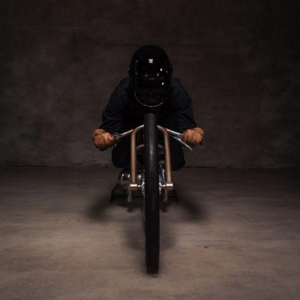 Uma Motocicleta Ultra Minimalista chamada EASY