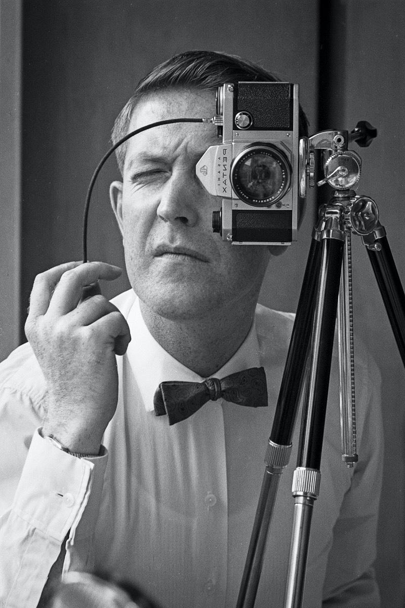 Jack Sharp nasceu em Harrold, no Reino Unido, em 1928. Em mudou para a Suíça em 1955 para trabalhar como engenheiro no CERN e levou toda sua família para lá. Durante seu tempo livre, ele fotografou o que via ao seu redor e aqui você vai poder dar uma olhada em algumas das fotos que ele tirou da década de cinquenta até meados de 1970.