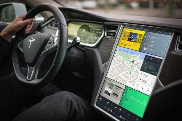 Tesla Interface Concept pelo Bureau Oberhaeuser