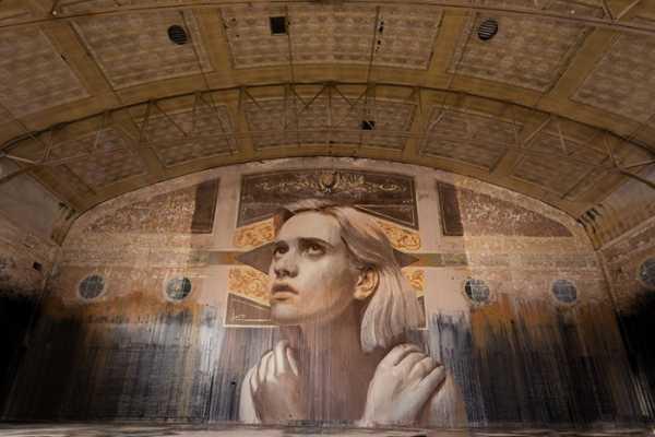 Rone mistura Retratos e Prédios Abandonados