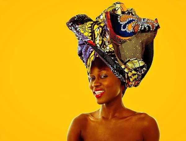 Os Retratos Cheios de Cores e Texturas do Senegalês Omar Victor Diop