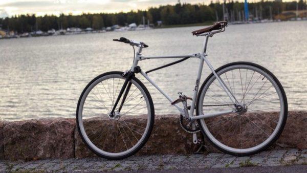 Fubi Fixie é uma bicicleta dobrável com um visual bem tradicional