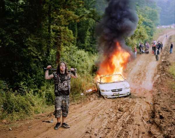Morgan Ashcom fotografa a juventude rural da Appalachia em Leviathan