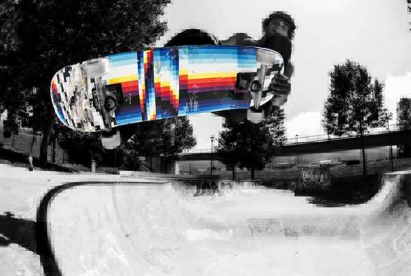 Toda a energia do skate nos boards mega coloridos de Felipe Pantone para a Miller Division