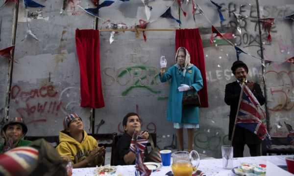 Banksy ironiza o Centenário do Tratado de Balfour com uma festa de rua em Bethlehem