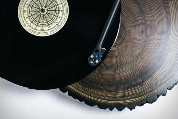 Audiowood e suas Vitrolas feitas de Madeira