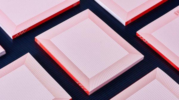 Um Livro com um Design Experimental criado por AKU da Estônia