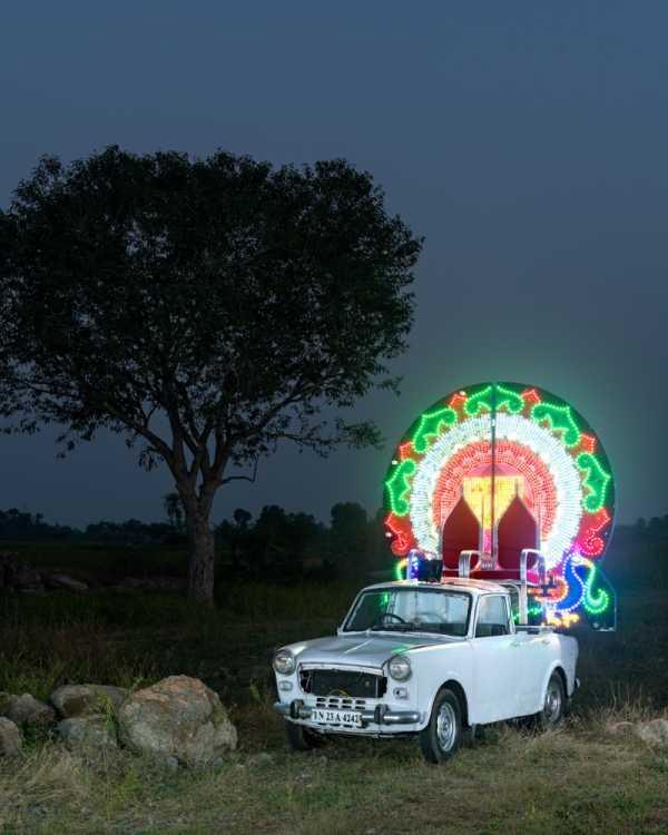 Chariots of frolic: Carros para Procissões de Casamento na India