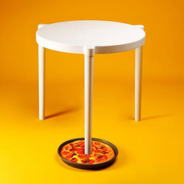 Ikea e Pizza Hut colaboram para criar uma versão em tamanho real da mesa de caixas de pizza