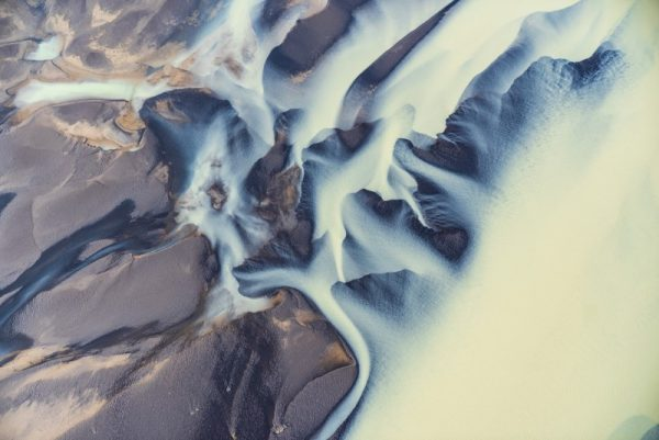 As Diferentes Estruturas criadas pelos rios glacias na Islândia nas fotos de Stefan Brenner