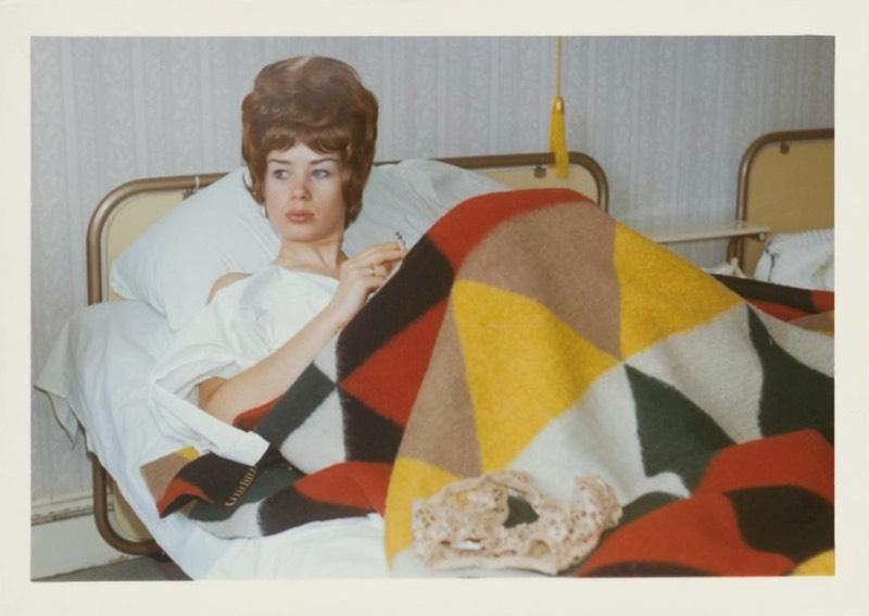 Esse arquivo inteiro consiste em centenas de fotografias em preto e branco, e coloridas de uma mesma mulher, a Margret S., em vários locais e poses. Algumas vezes ela aparece sentada em uma máquina de escrever no que se presume ser seu escritório, outras vezes ela aparece viajando e em quartos de hotel. Os documentos incluem amostras de cabelo dela, unhas e pacotes de anticoncepcional vazios, bem como um guardanapo manchado de sangue; todos com datas escritas.