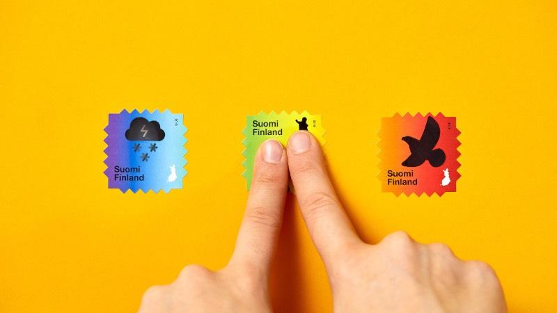 Os selos criados pelos finlandeses do Berry Creative apresentam imagens de nuvens cheias de neve e de pássaros que se transformam em esqueletos e tempestades quando a temperatura muda. Tudo isso foi feito para enviar uma mensagem sobre as consequências da mudança climática que parece inevitável na atual situação do mundo.