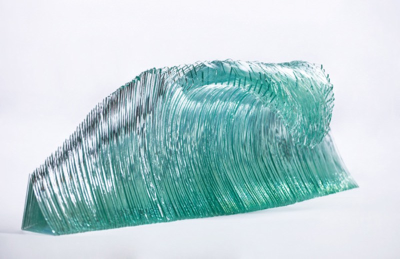 Como passou a maior parte da sua vida morando perto do mar e da natureza na Nova Zelândia, parecia ser natural para Ben Young explorar a paisagem local e ser inspirado para fazer sua arte pelos arredores de onde vive. Principalmente quando se aprende que o artista é um surfista experiente e construtor de barcos por profissão. Dessa forma, fica claro de entender como que ele é influenciado pelo oceano.