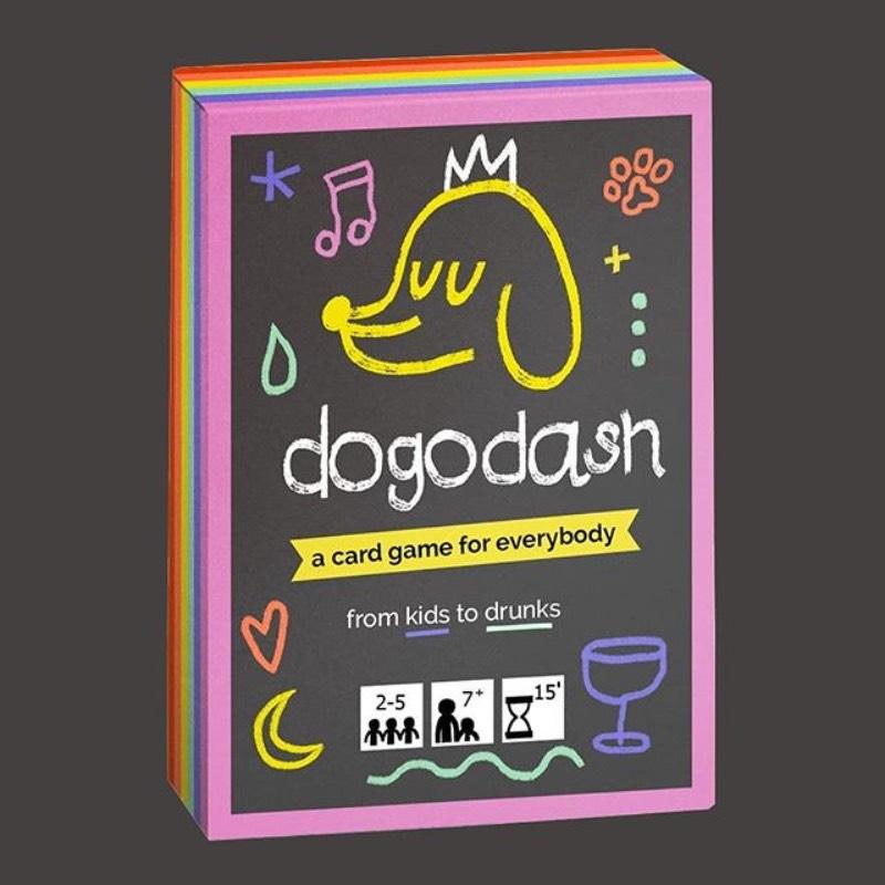 Dogo Dash é um rápido e divertido jogo de cartas voltado para todas as idades. Cheio de cores, esse jogo segue uma mecânica similar ao Pedra, Papel e Tesoura, mas com algumas diferenças estratégicas na forma de cartas especiais e outras reviravoltas. As sessenta cartas do jogo vem com 57 ilustrações diferentes e exclusivas que conquistara a fotos, de crianças a pessoas bêbadas.